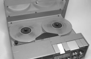 Article-new_ehow_images_a06_i8_bn_do-reel-audio-tapes-digital_-800x800